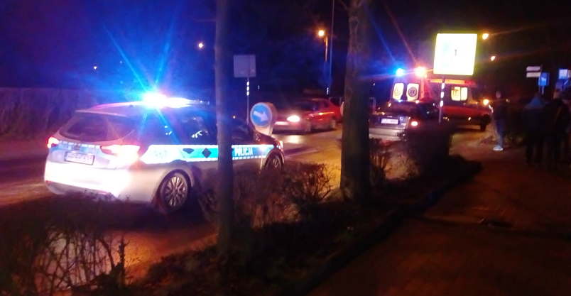 Auto potrąciło kobietę na pasach przy pizzerii