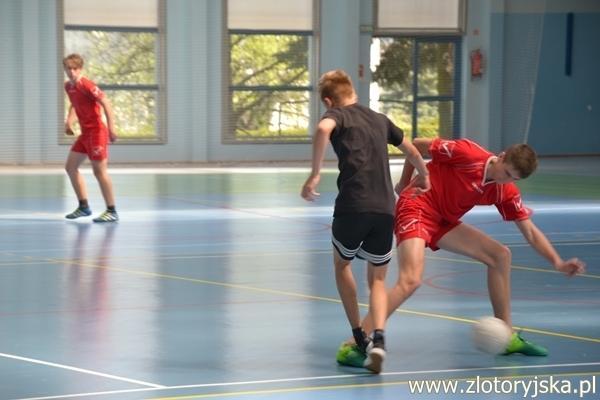 Ministranci biegali za piłką w Tęczy. Złotoryja dwukrotnie na podium