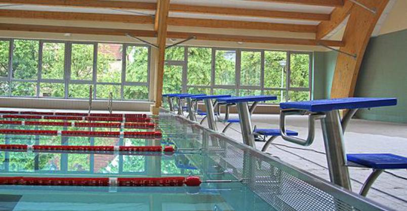 Wakacyjna przerwa dla basenowego autobusu