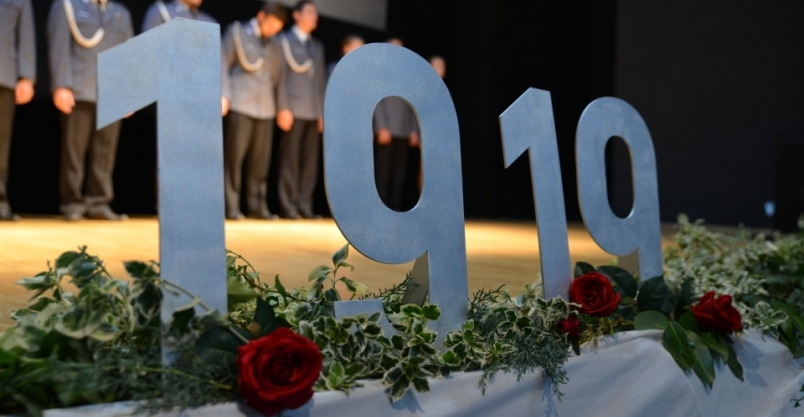 Medale i awanse na 100-lecie policji