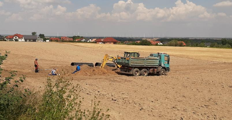 Miasto przekierowuje wodę na Leszczyńskiej (FOTO)