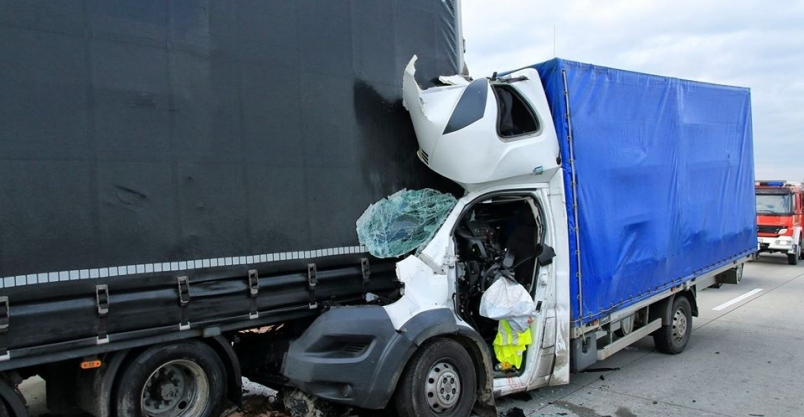 Wypadek na autostradzie. Kierowca zmarł w szpitalu