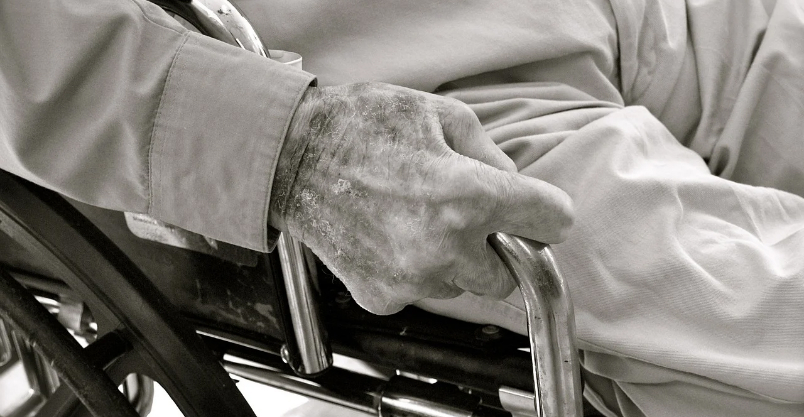 MOPS przeszkoli w opiece nad seniorami